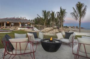 Románticas fogatas frente al mar en Los Cabos
