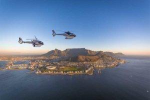 dos helicopteros sobrevolando los cabos